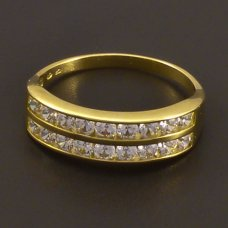 Zirkonen golden Ring