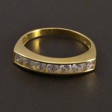 Ring aus Gelbgold mit Zirkonen in einer Reihe