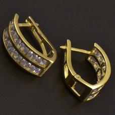 Schöne goldene Ohrringe mit Zirkonen