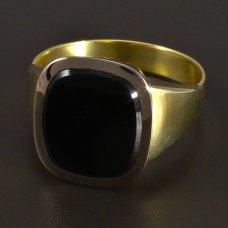 Goldring mit einem großen schwarzen Onyx