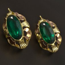 Goldene Ohrringe mit grünem Zirkon