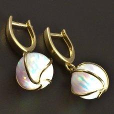 Goldene Ohrringe mit Opal