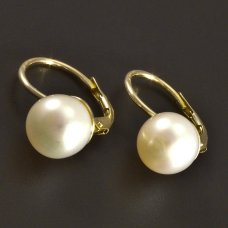 Goldene Ohrringe mit Perle