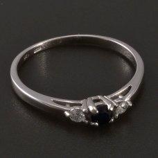 Weißgoldring mit naturlichem Saphir und Diamanten