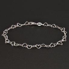 Silberarmband aus Herzchen