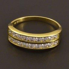 Zirkonen golden Ring