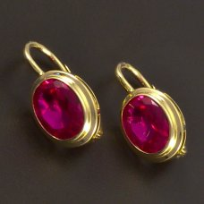 Gold Ohrringe mit ovalem Rubin