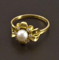 Goldring mit Diamanten-Süßwasserzuchtperle
