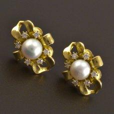 Weißgoldene Ohrringe mit Perle und Diamanten