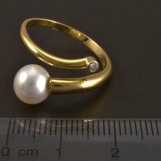 Goldring mit Süßwasserzuchtperle und Diamant