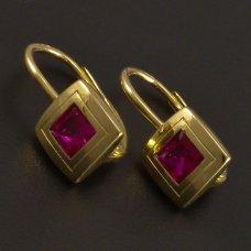 Goldene Ohrringe mit synth. Rubin