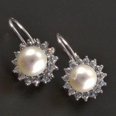 Weißgoldene Ohrringe mit weißer Perle